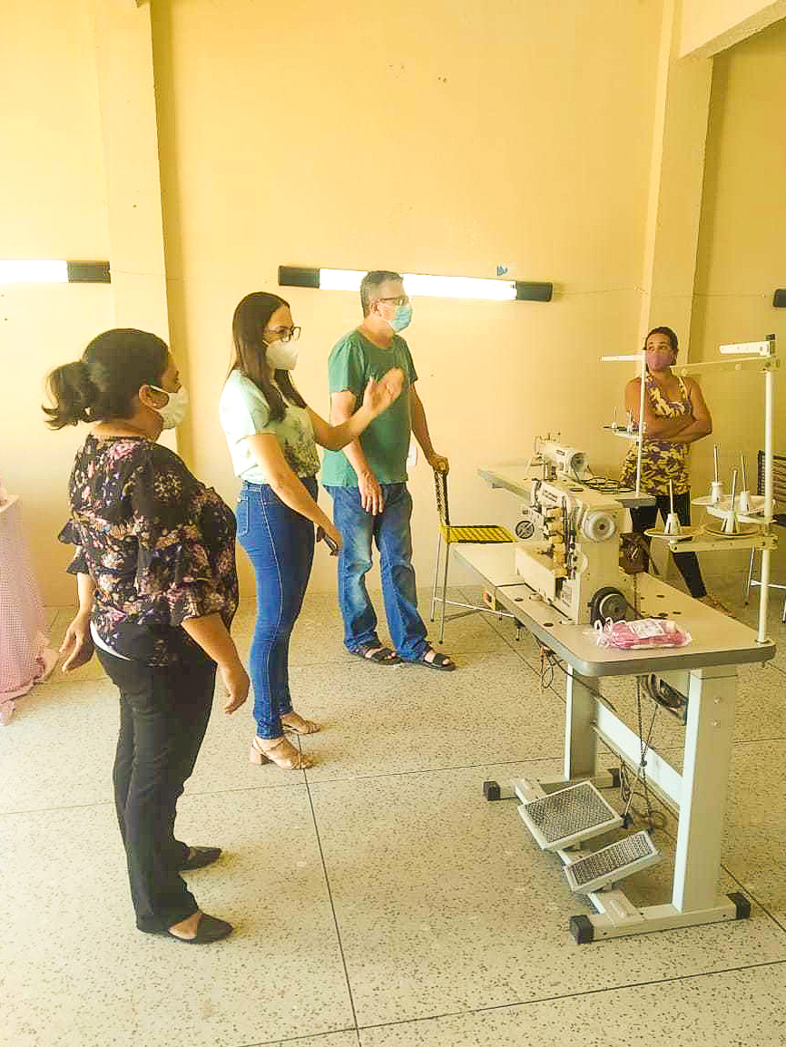 Prefeitura inicia curso de costura industrial para mulheres.