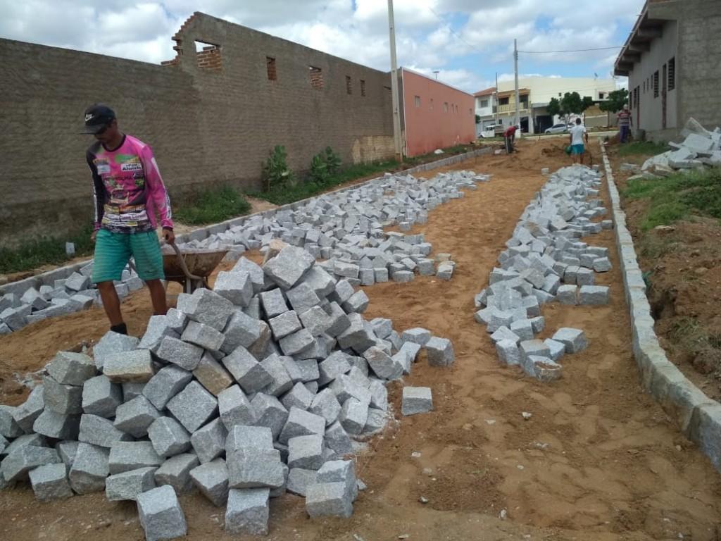 Prefeitura do Congo inicia pavimentação da Travessa Moisés Conegundes