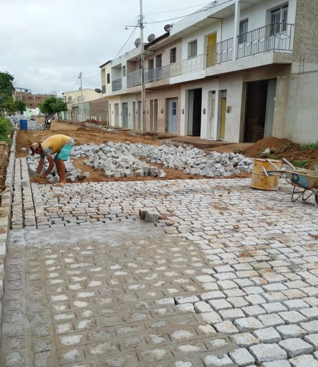 Prefeitura do Congo inicia pavimentação da Rua Pedro Lucas da Silva