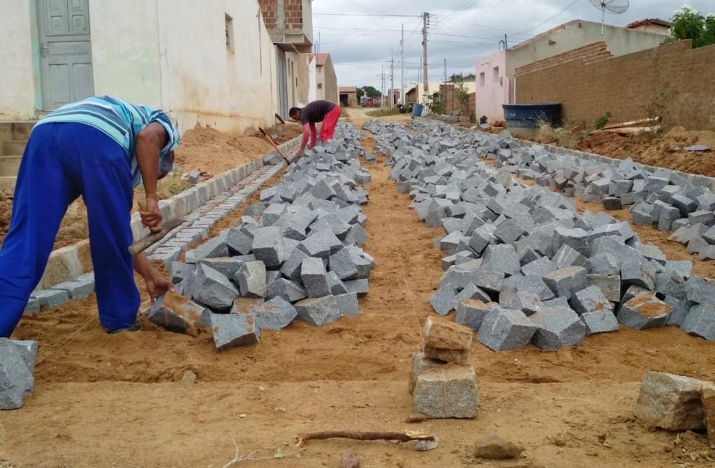 Com recursos próprios, Prefeitura inicia pavimentação de mais uma rua na cidade do Congo