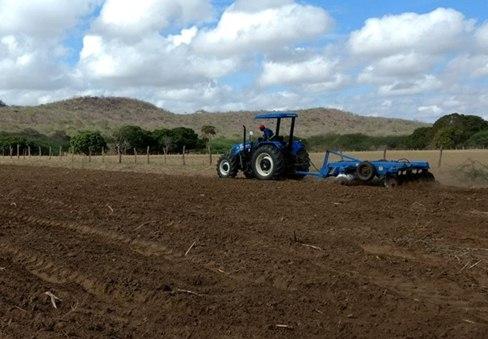 Prefeitura do Congo mantém programa de corte de terras totalmente gratuito para agricultores do município