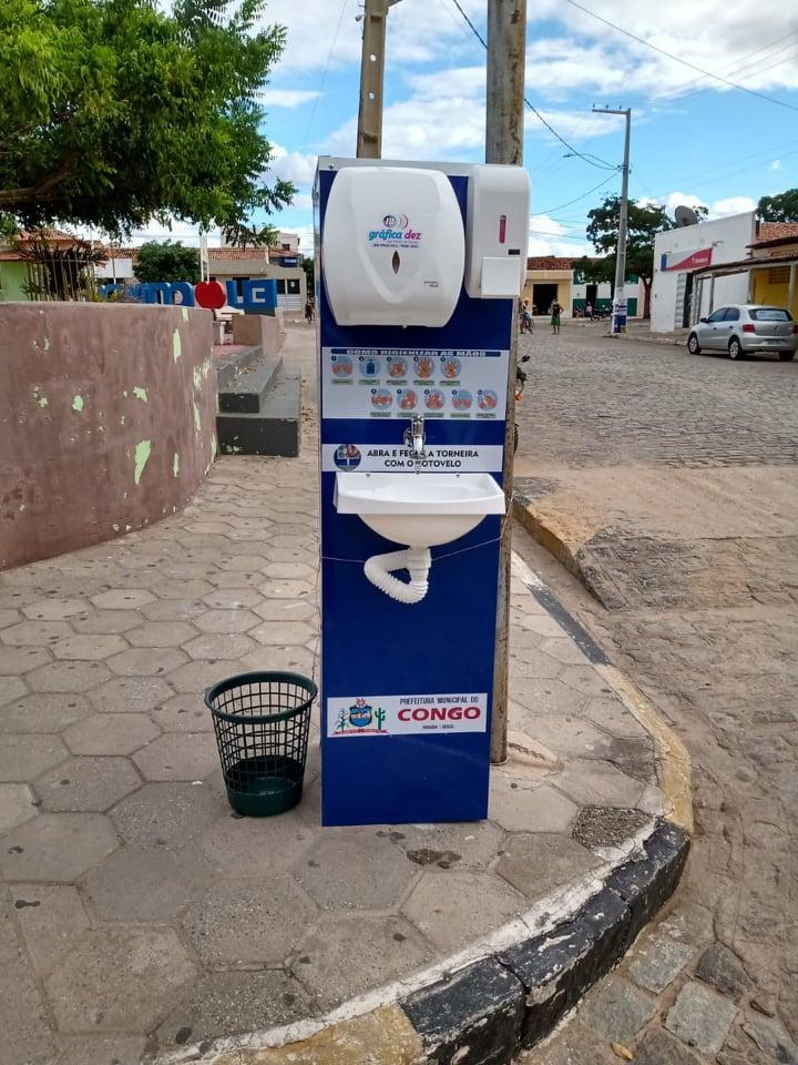 Lavatórios são instalados em pontos da cidade do Congo como opção de higienização contra Covid-19