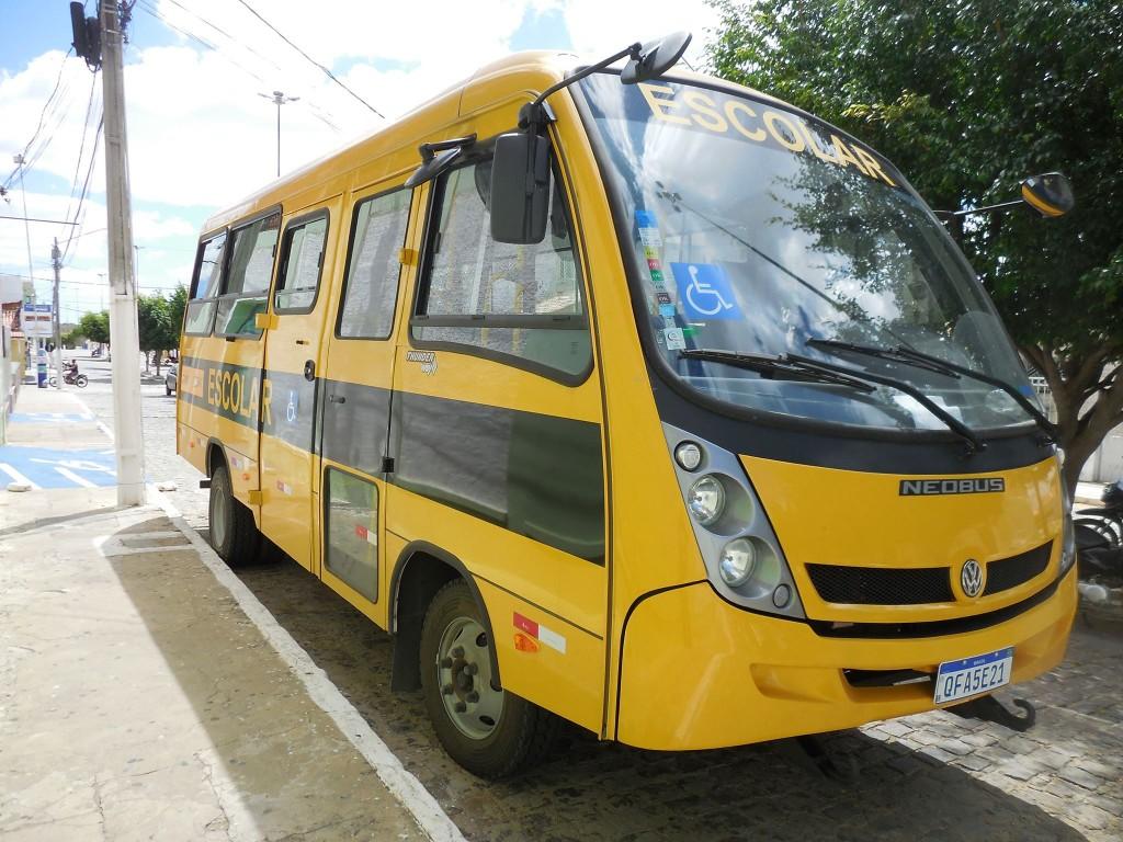 Educação do Congo recebe micro-ônibus do Governo do Estado por intermédio do Dep. Adriano Galdino